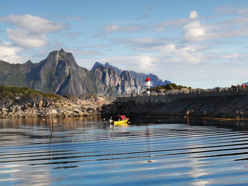 Noorwegen, het Landschap van de de Kustberg van de Aardfjord royalty-vrije stock afbeeldingen