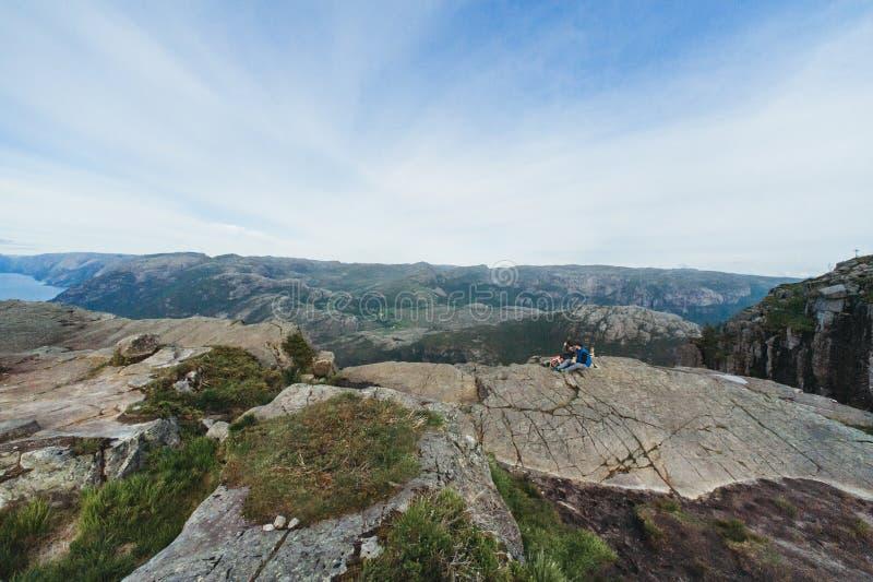 Noorwegen preikestolen fjord stock afbeeldingen