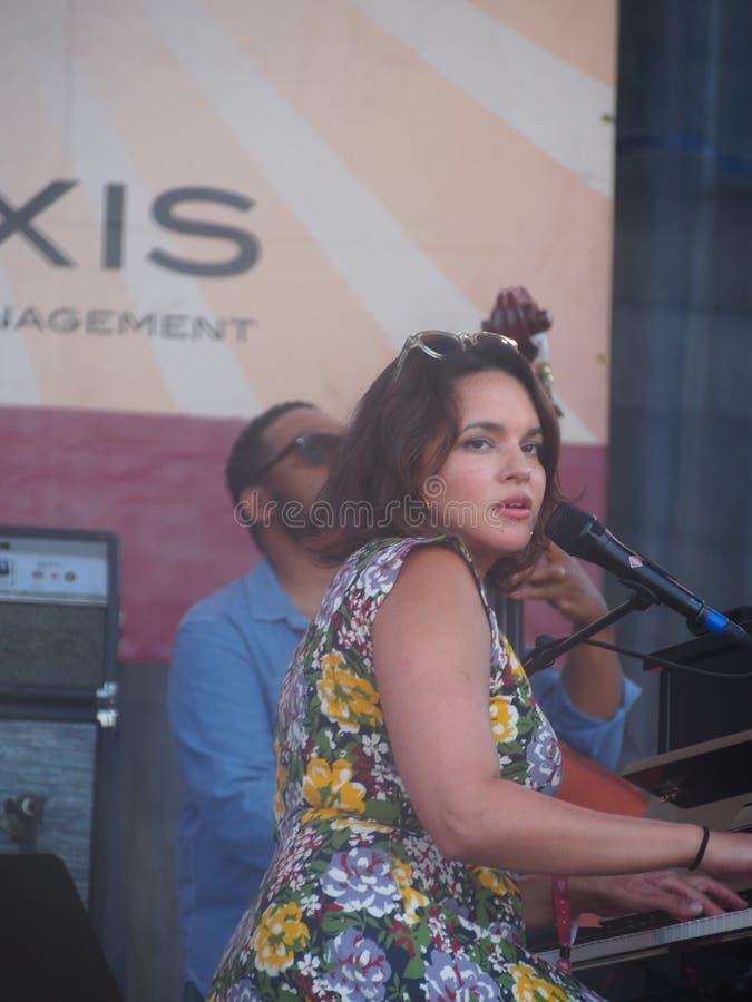 Norah Jones in Nieuwpoort Jazz Festival stock afbeeldingen