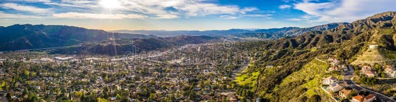 Nord-Hollywood Burbank Glendale Pasadena von der Luft in den Los Angeles-Landstraßen-Gebirgsstadt-Häusern, Kalifornien stockbild