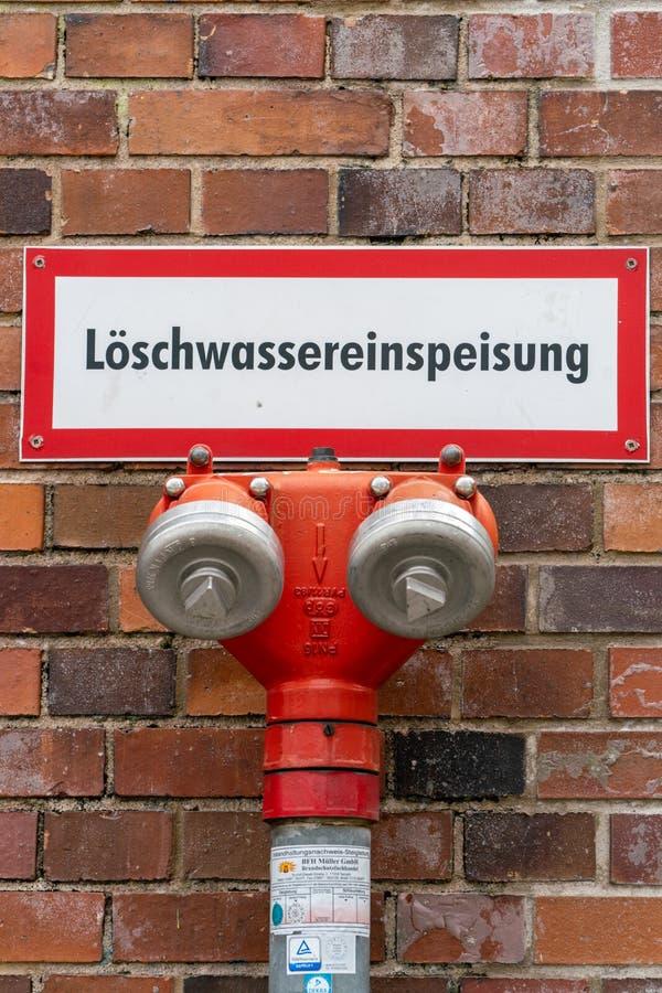 Nordbahnhof, Берлин, Германия 7-ое июля 2019: противопожарный пункт воды с описанием стоковое фото rf
