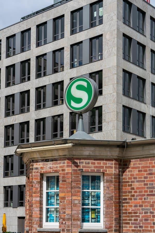 Nordbahnhof, Berlijn, Duitsland - juli 07, 2019: gerenoveerd gezicht van het station Nordbahnhof stock afbeeldingen