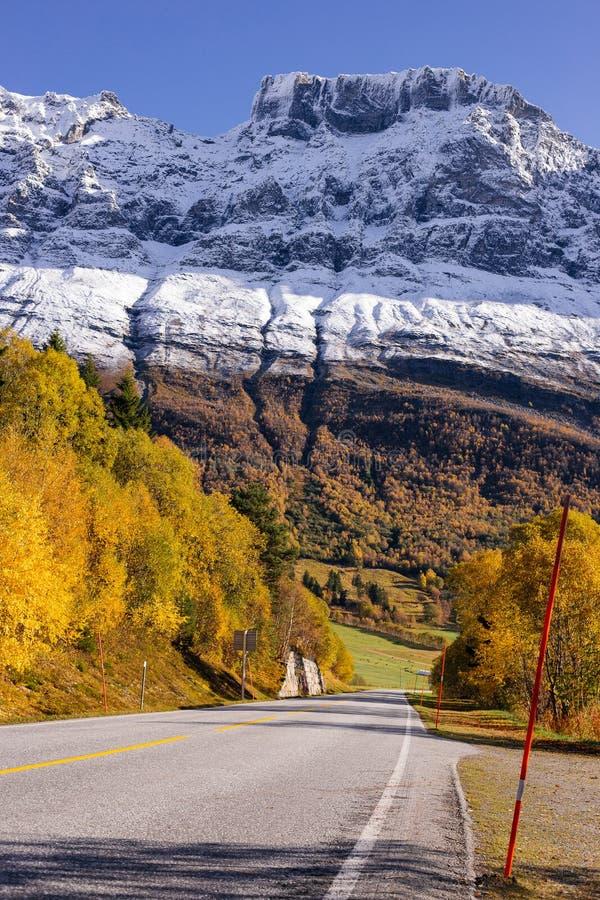Norddal kommune, περισσότερο og Rømsdal, Νορβηγία, 10/9/το 2017, βουνά στοκ φωτογραφίες με δικαίωμα ελεύθερης χρήσης