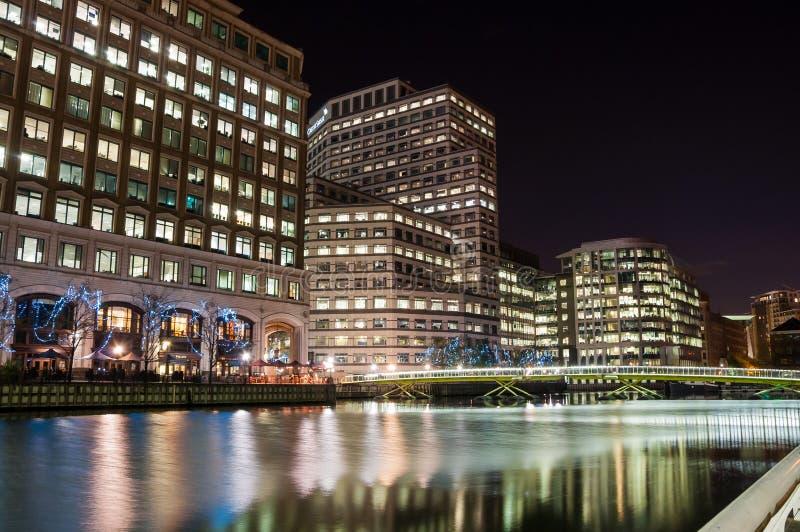 Norddock in Londons-Docklands nachts lizenzfreies stockfoto