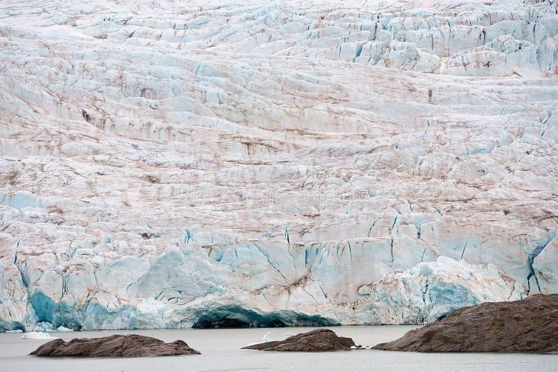 Nordenskiöldbreengletsjer in de zomer dichtbij Pyramiden op de kust van Billefjord in Svalbard royalty-vrije stock afbeelding