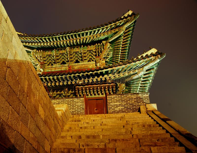 Nordgatter. Hwaseong Festung, Südkorea lizenzfreie stockfotos