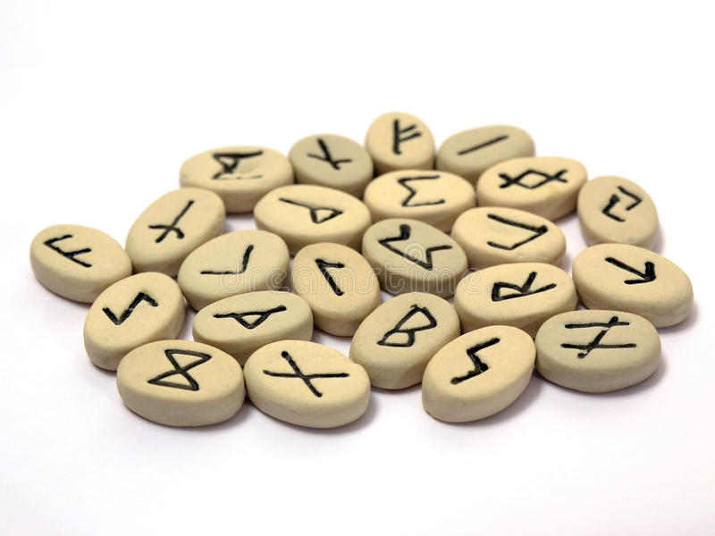 Nordische Runen auf weißem Hintergrund stockfotografie
