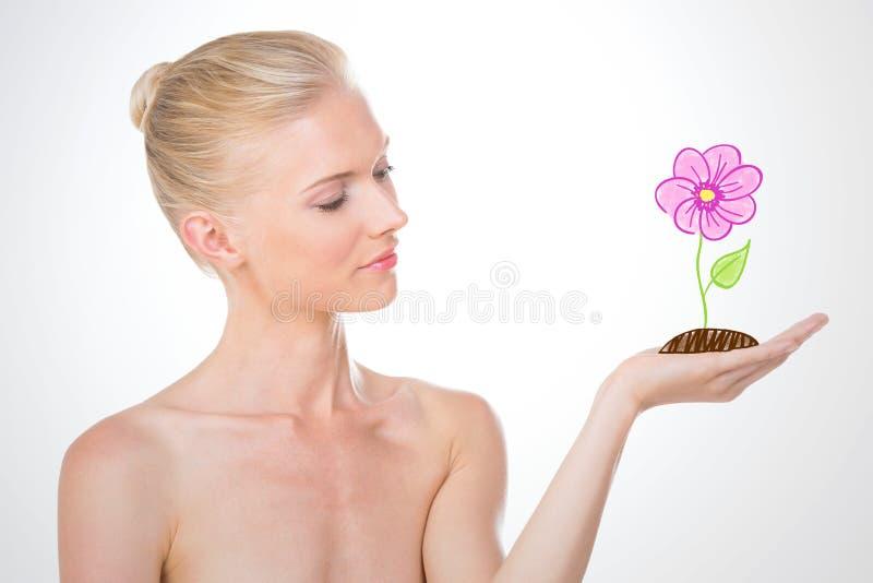 Nordisk flicka som rymmer en skissa av blomman royaltyfri foto