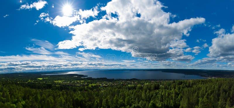 Nordisk landskappanorama arkivbild