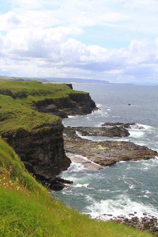 Nordküstenlinie von Irland stockbild