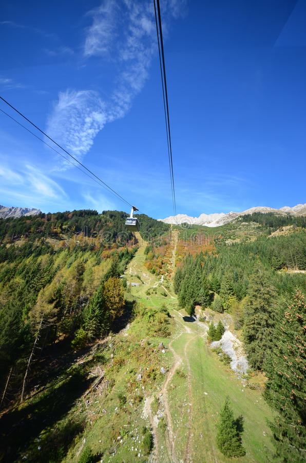 Nordkettenbahn Innsbruck kabelbil royaltyfri fotografi