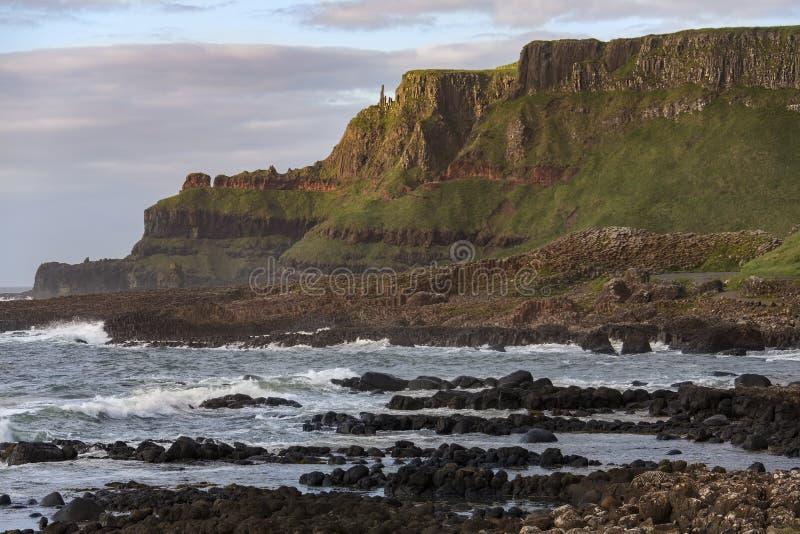 Nordlig jättevägbank - ståndsmässiga Antrim - - Irland arkivbilder