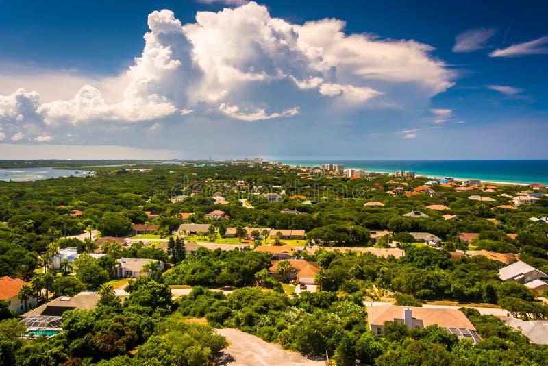 Nordlig sikt in mot Daytona Beach som uppifrån ses av Ponce D arkivfoton