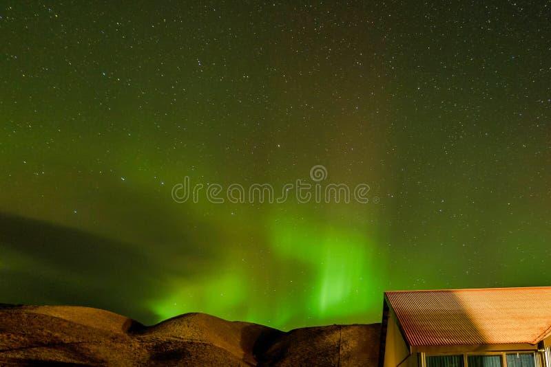Nordliga ljus, Aurora Borealis i Vik, Island royaltyfri foto