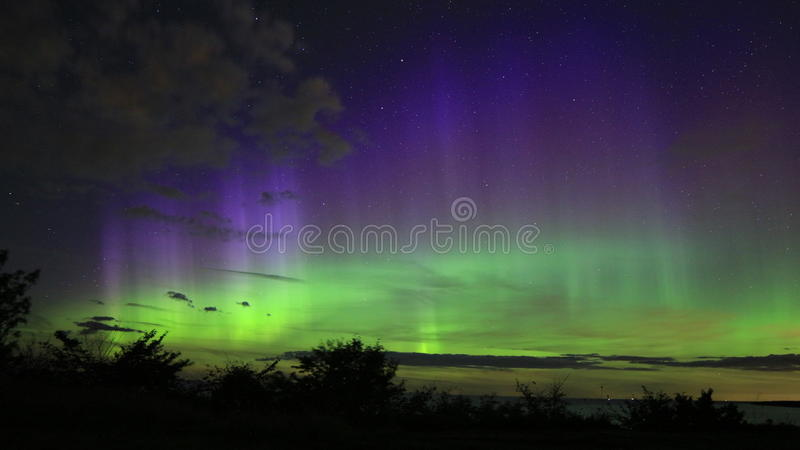 Nordliga ljus på klippan för TÃ-¼risalu royaltyfria bilder