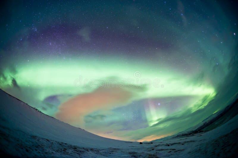 Nordliga Sverige - morgonrodnad för nordliga ljus fotografering för bildbyråer