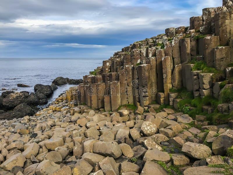 Nordligt - Irland havlandskap, jättevägbank fotografering för bildbyråer