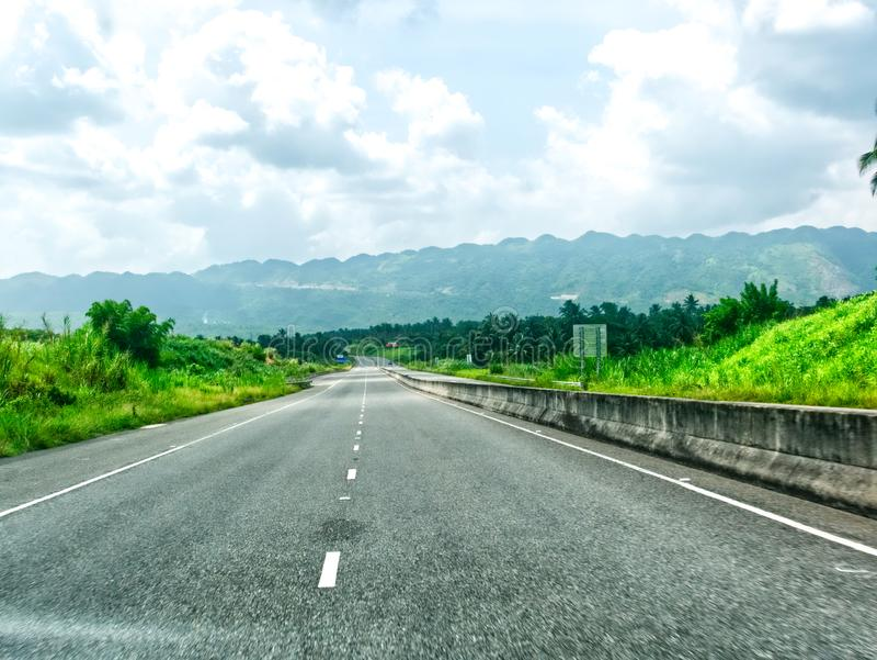 Nordsüdliche hohe Weise in Jamaika Kingston - Ocho Rios lizenzfreie stockfotos
