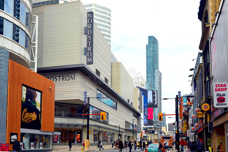 Nordstrom en la calle Toronto de Yonge foto de archivo