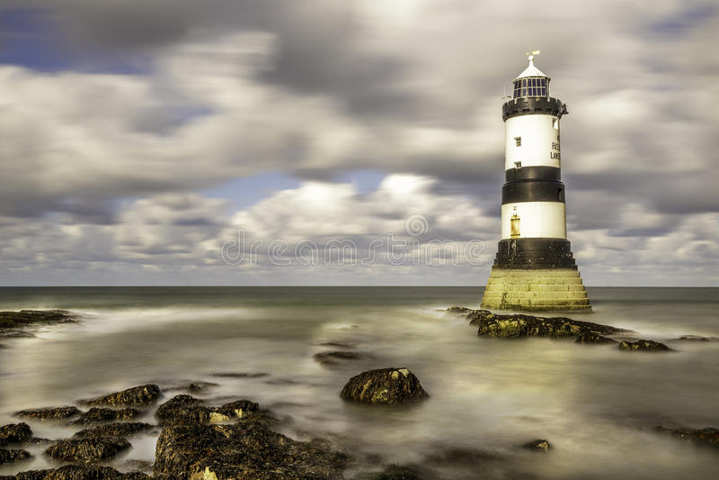 Nordwestkosten Wales Penmom-Leuchtturm Anglesey lizenzfreies stockbild