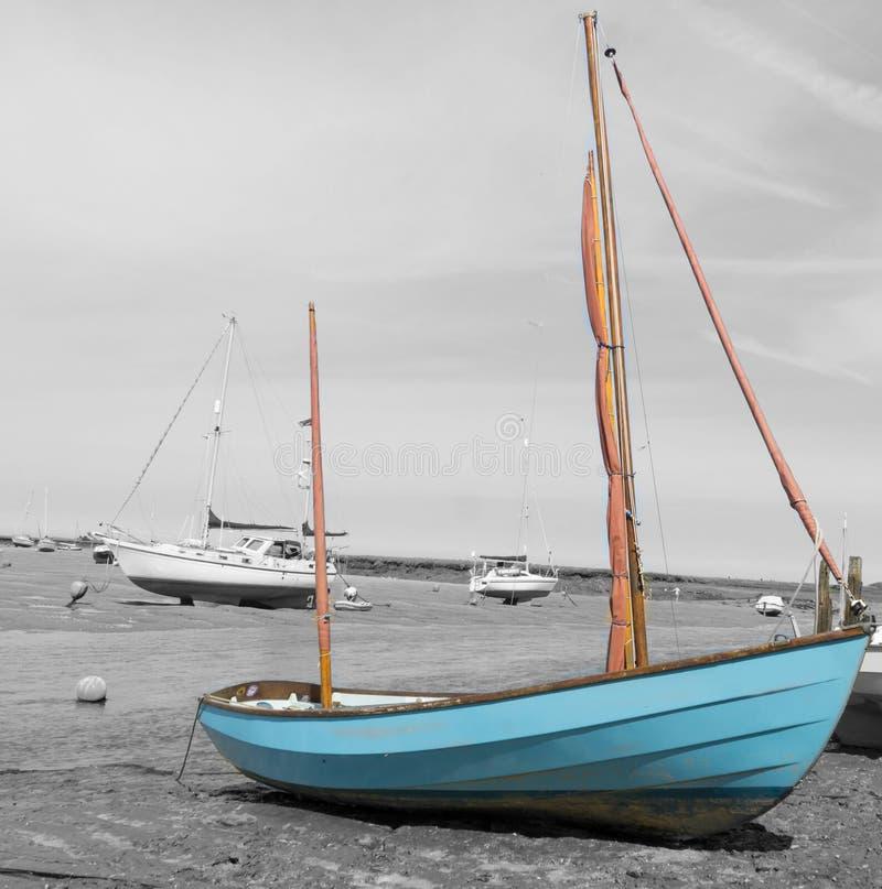 Norfolk-Küstenlinie, blaue Himmel der Segelboote stockfoto