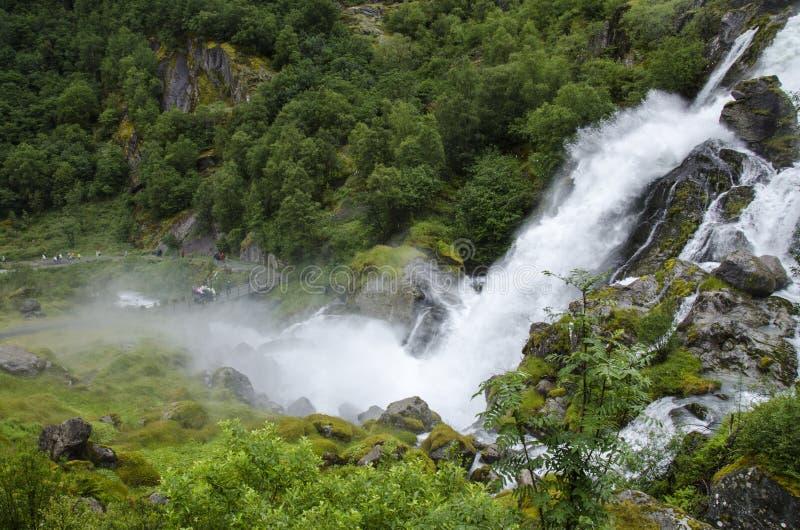 Norge - Jostedalsbreen nationalpark - vattenfall arkivbild