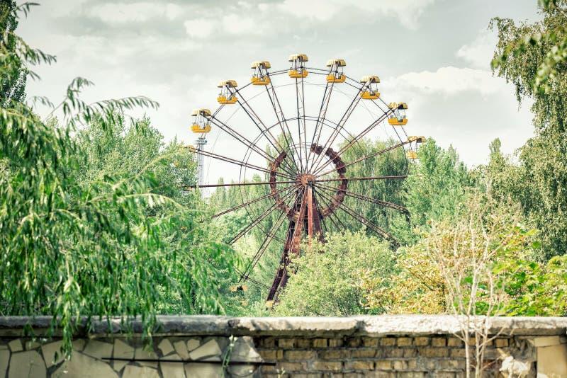 Noria abandonada en parque de atracciones en Pripyat fotos de archivo libres de regalías