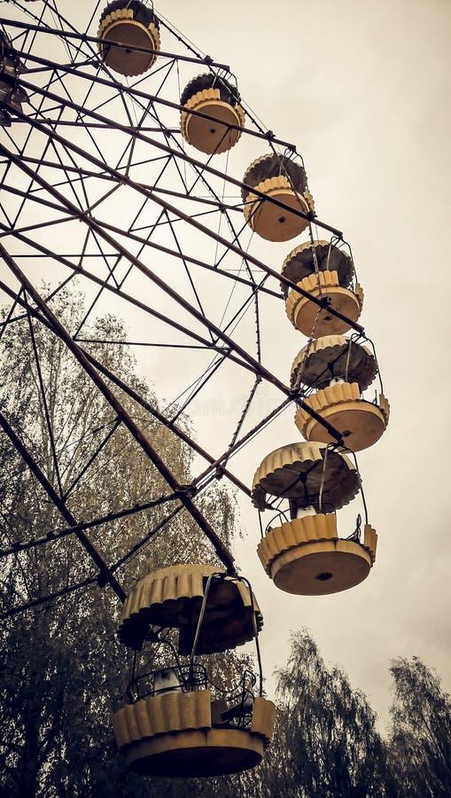 Noria de la atracción en un parque abandonado Chernóbil Ucrania fotos de archivo libres de regalías