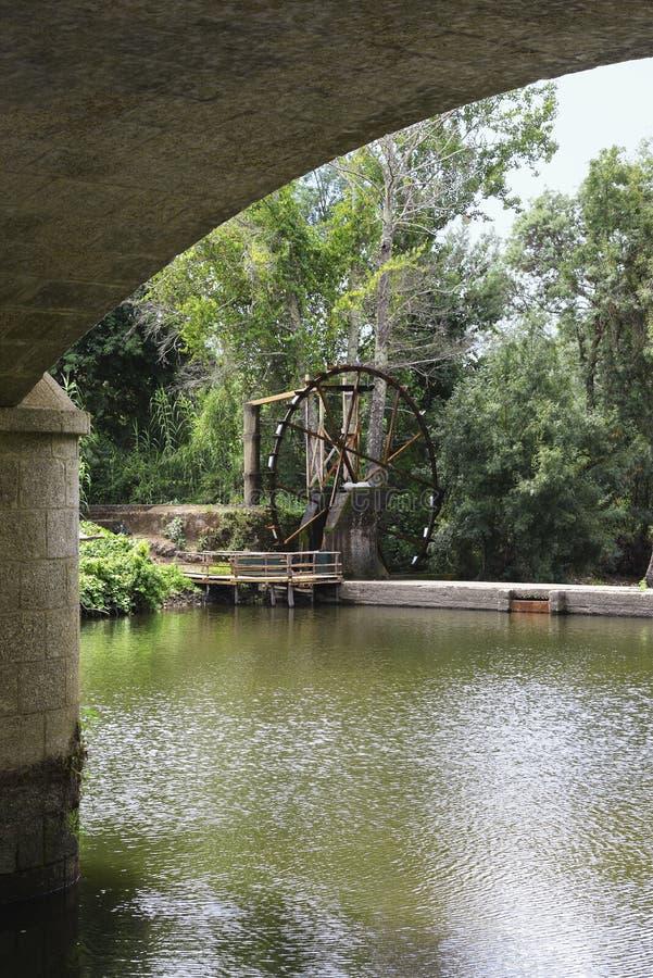 Noria en Alva River imagen de archivo libre de regalías