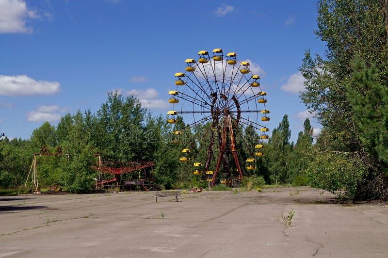 Noria en el pueblo fantasma de Pripyat en zona de exclusión de Chornobyl imágenes de archivo libres de regalías