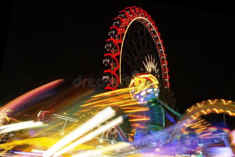 Noria en la noche imagen de archivo libre de regalías