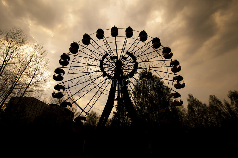 Noria en parque de atracciones en Pripyat fotos de archivo