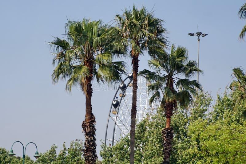 Noria en un parque de atracciones en Johannesburgo imagenes de archivo