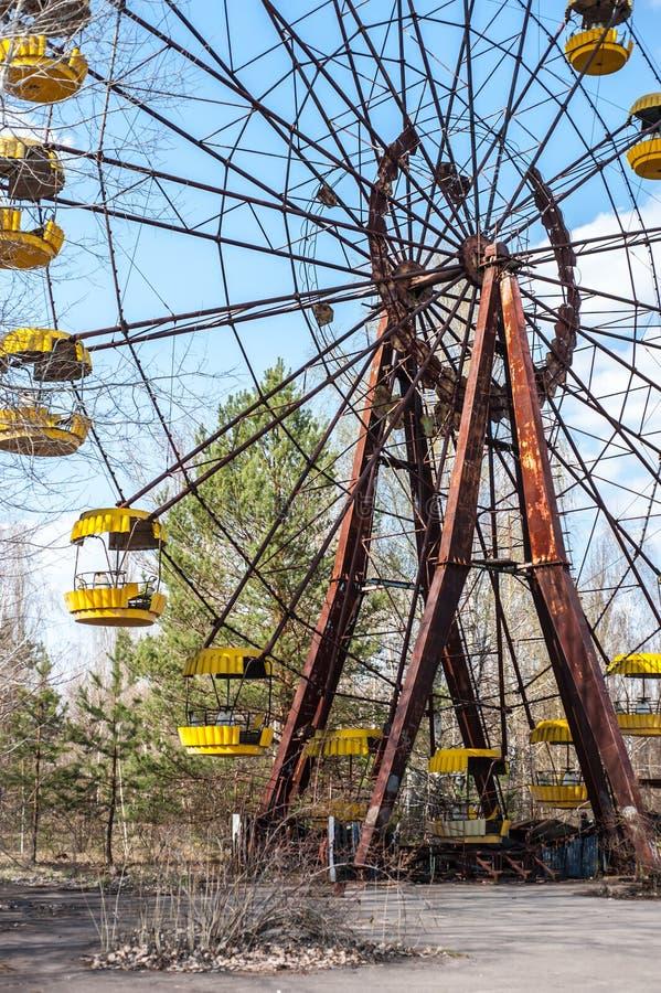 Noria oxidada famosa en parque de atracciones abandonado en Pripyat, Chernóbil foto de archivo libre de regalías