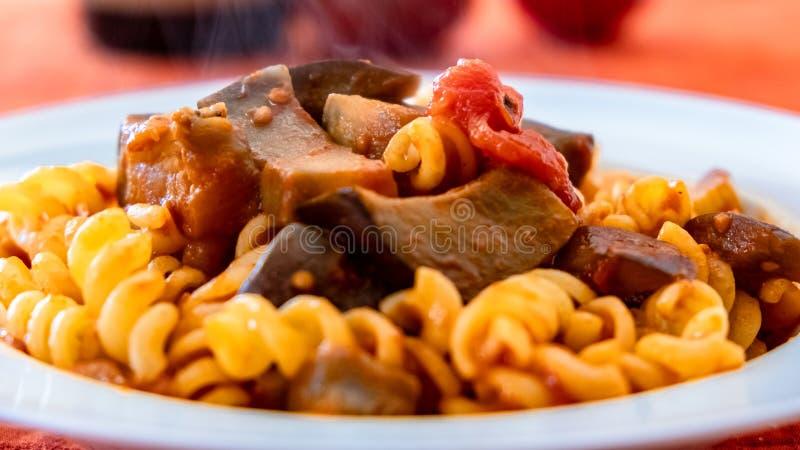 Norma del alla de las pastas, un recipie tradicional de la tradici?n italiana de la comida fotos de archivo