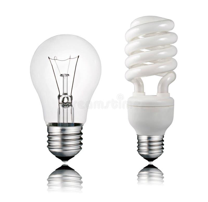 Normale et ampoule d'épargnant avec la réflexion images stock