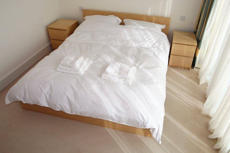 Normales Schlafzimmer lizenzfreie stockfotos