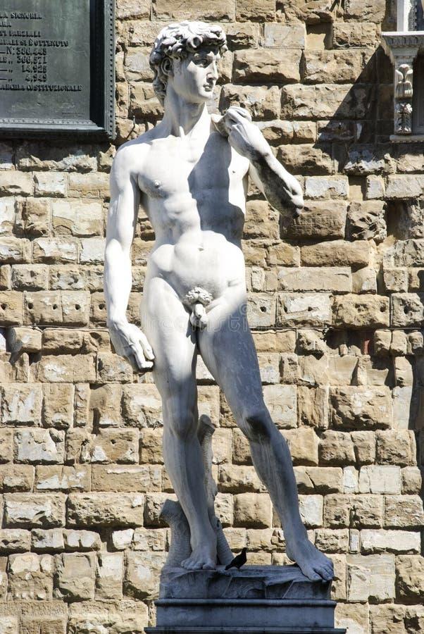 Normalformat kopia av den original- statyn av David i Florence arkivbild
