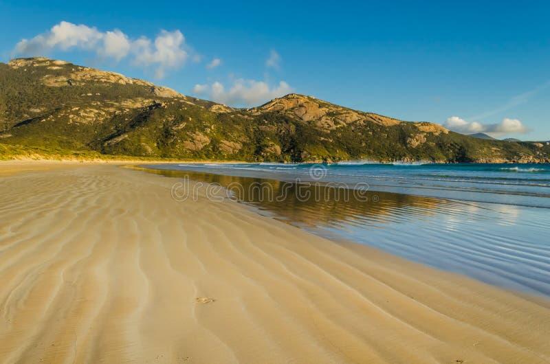 Norman Beach med sikt av monteringen Oberon arkivfoton