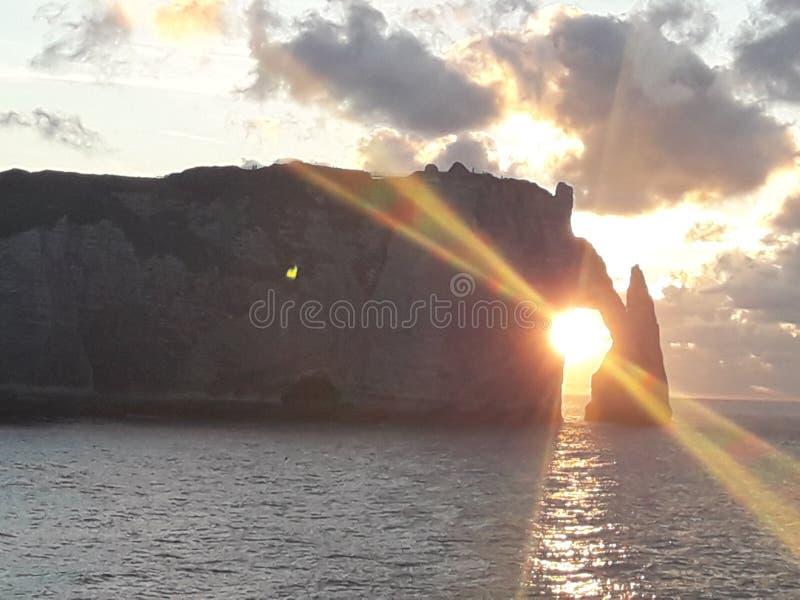 Normandie Francia del etretat del ` dei falaises d di Les fotografia stock