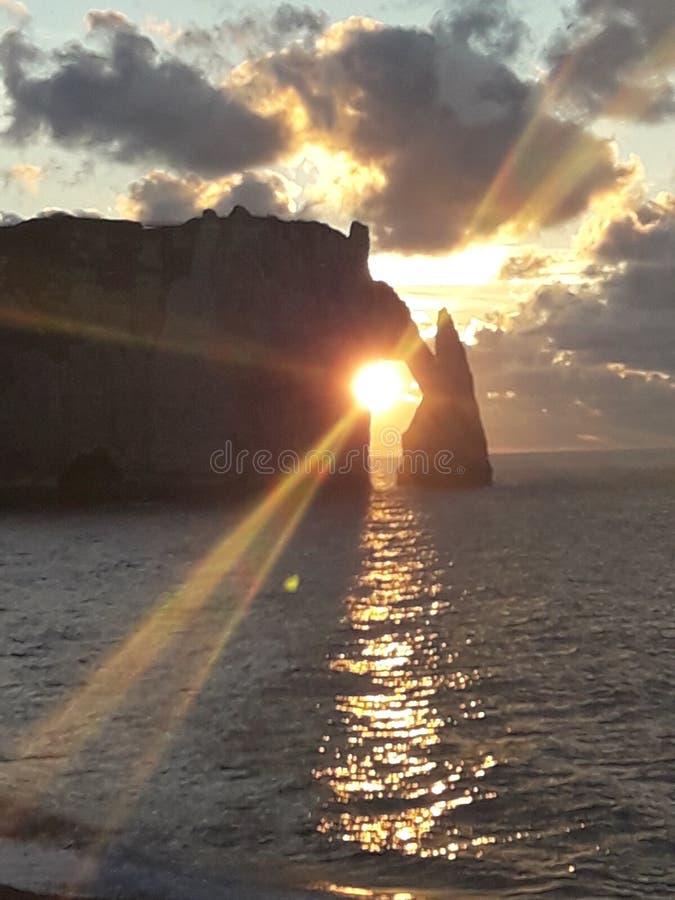 Normandie Francia del etretat del ` dei falaises d di Les immagine stock libera da diritti