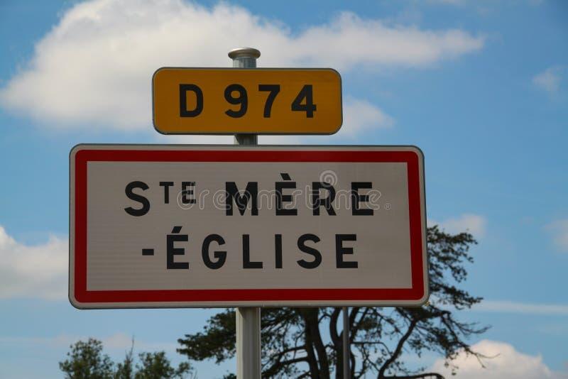 Normandie Frankrike; 4 Juni 2014: Sainte bara Eglise vägmärke av staden royaltyfri foto