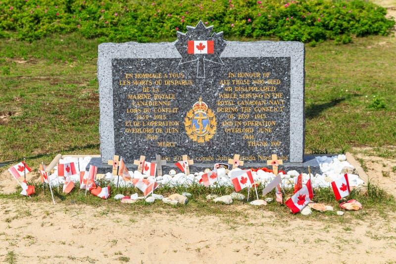 Normandie landningar, kanadensisk arméminnesmärke på Juno Beach royaltyfria bilder