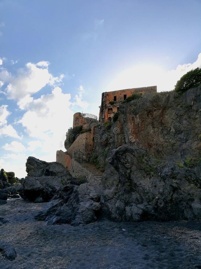 Normandisk watchtower av att förbise havet royaltyfri fotografi