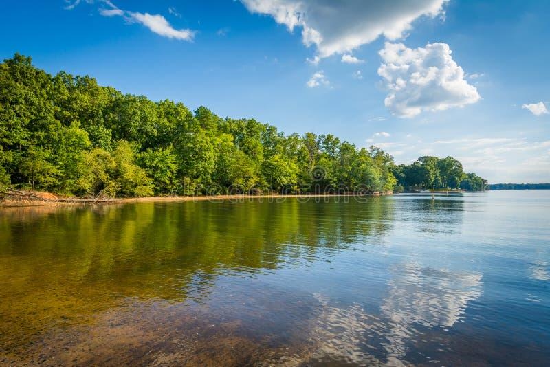 Normando do lago, na área do acesso de McCrary, em Mooresville, música de natal norte foto de stock royalty free