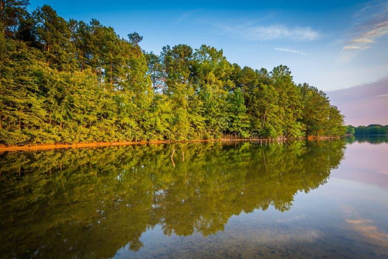 Normando do lago no por do sol, no parque de Parham em Davidson, Carolin norte imagens de stock royalty free