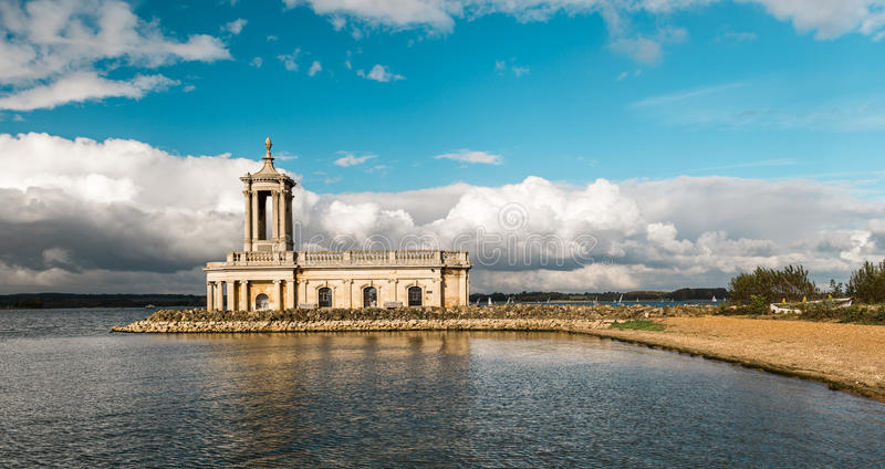 Normanton教会在拉特兰湖公园,英国 库存图片