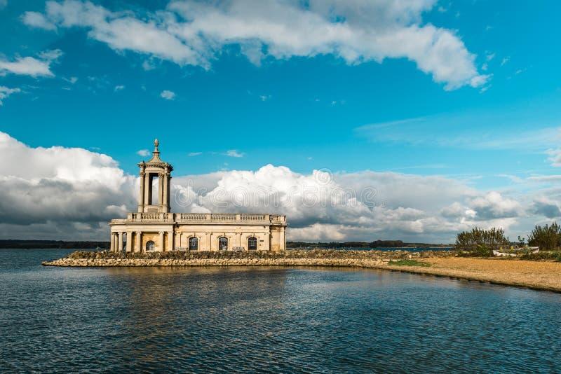 Normantonkerk in Rutland Water Park, Engeland stock afbeeldingen