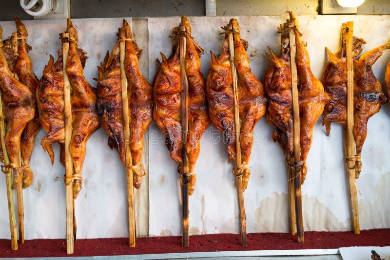 Norr - östlig thailändsk grillad höna arkivfoto