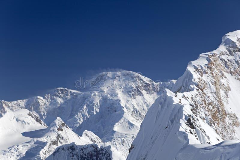 Norr bergssida av maximala Pobeda (Jengish Chokusu i en kirgizistanskkirgiz, eller royaltyfria bilder